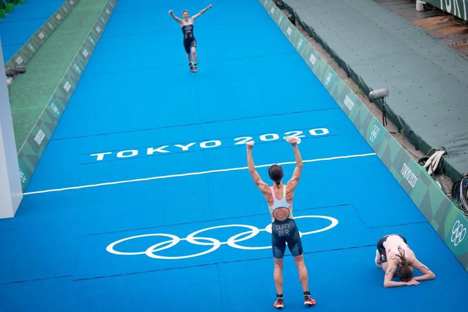 Atletas do triatlo individual feminino após completarem a prova -