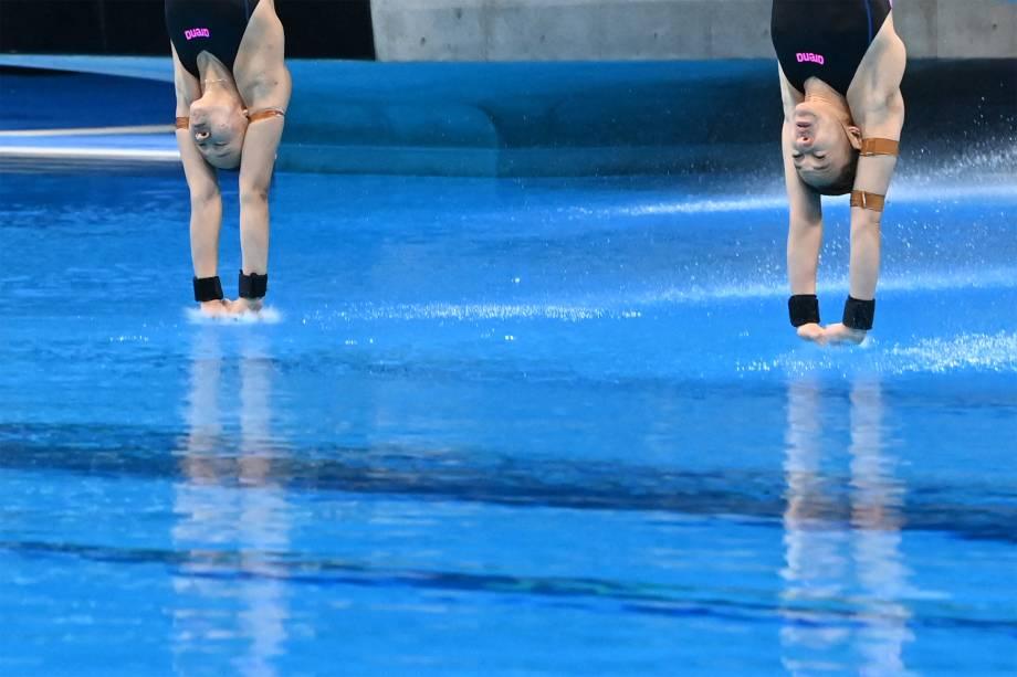 Leong Mun Yee e Pandelela Pamg, da Malásia, em prova do salto ornamental -