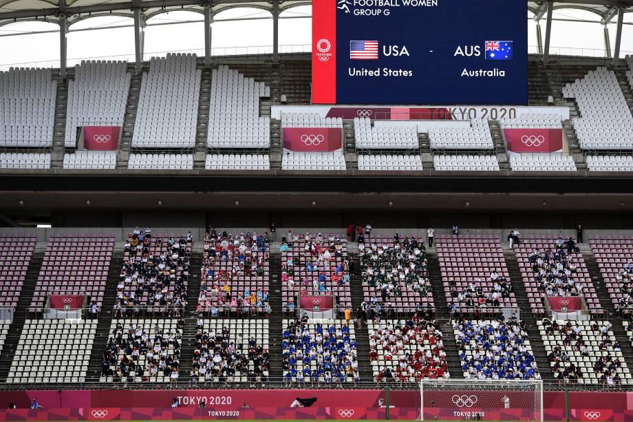 Alunos do ensino fundamental de Kashima assistem partida entre Estados Unidos e Austrália -