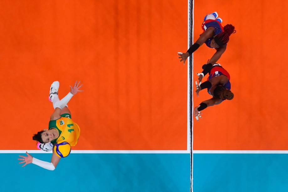 Tandara Caixeta, do Brasil, em ação durante partida contra a República Dominicana -
