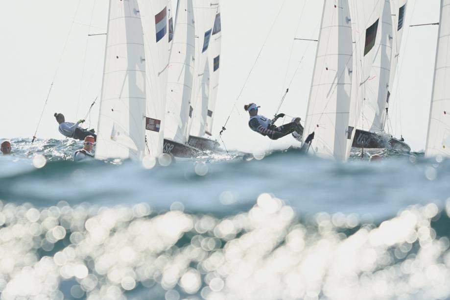 Competidoras em ação durante prova na vela -
