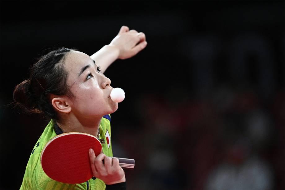 Mima Ito, do Japão, durante partida pelo tenis de mesa contra a chinesa Sun Yingsha -