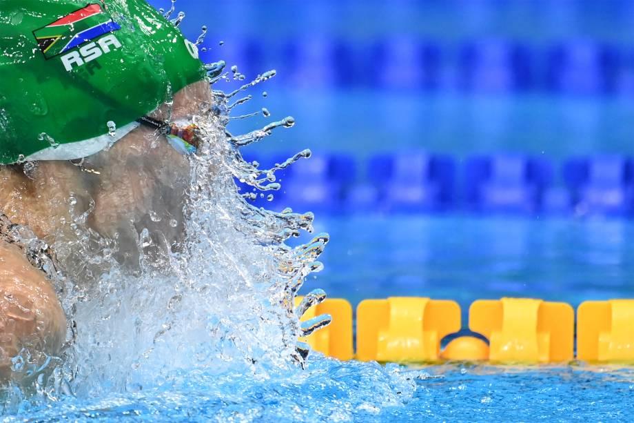 Tatjana Schoenmaker, da África do Sul, na prova dos 200m peito -