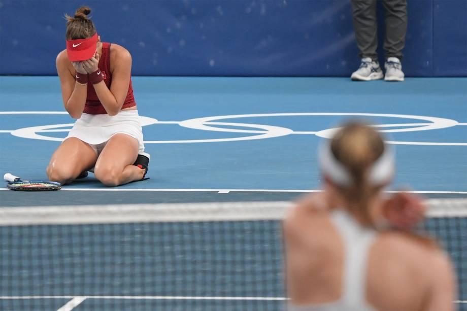 Belinda Bencic, da Suíça, comemora após derrotar Elena Rybakina, do Cazaquistão, em partida pelo tênis -