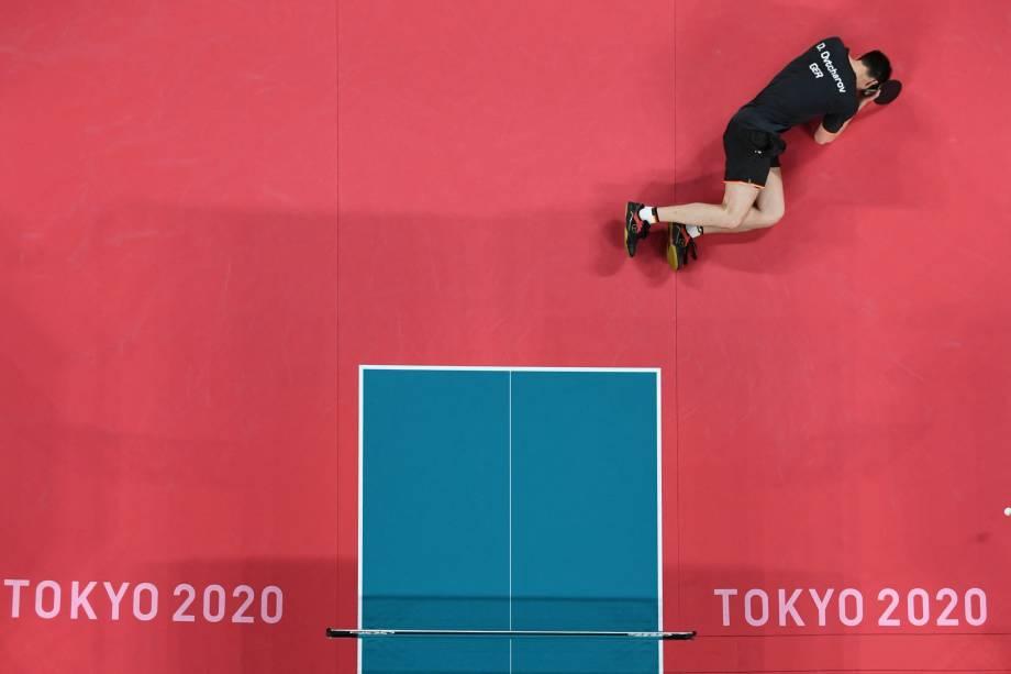 O alemão Dimitrij Ovtcharov após perder partida de tênis de mesa para o chinês Ma Long -
