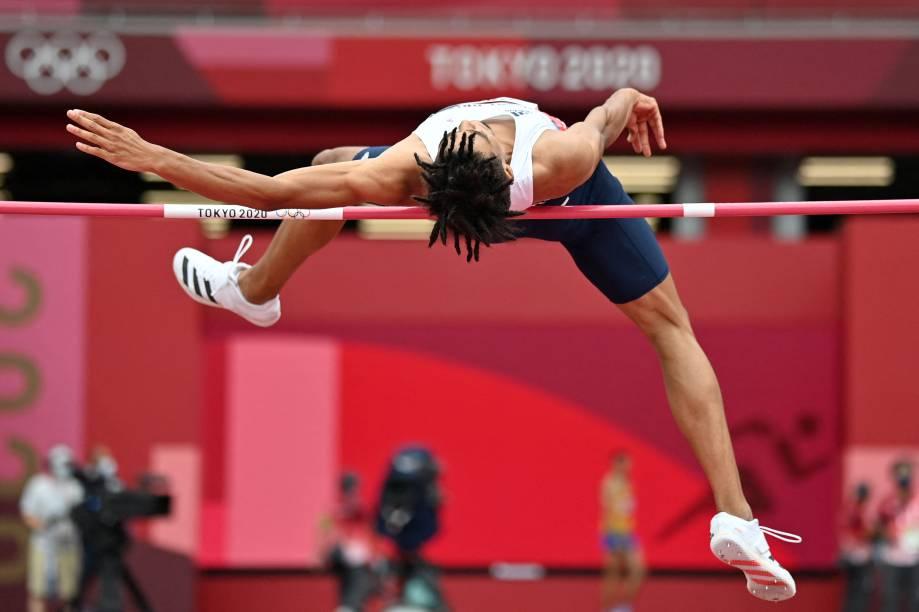 O britânico Tom Gale durante a prova de salto no atletismo -