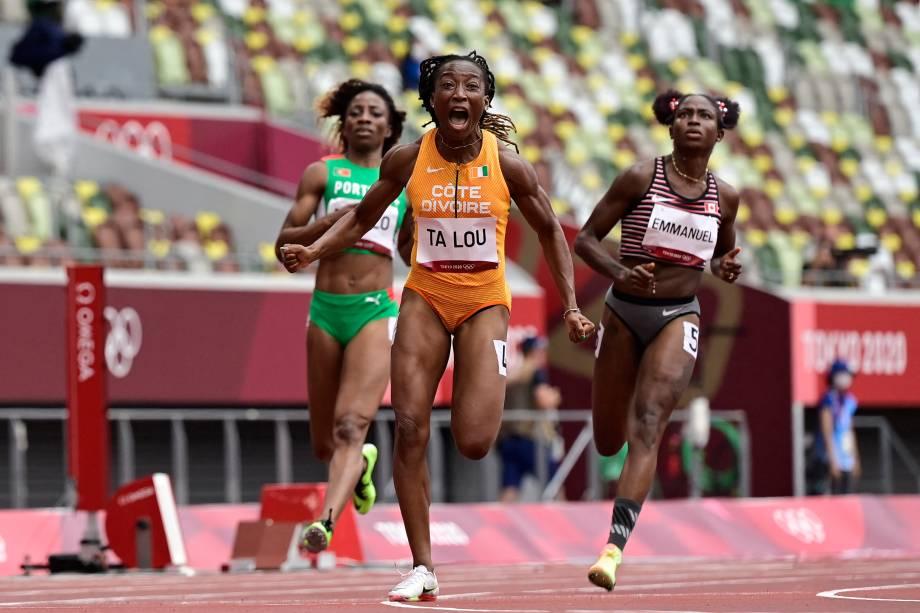 Marie-Josee Ta Lou, da Costa do Marfim, vibra ao vencer prova dos 100m -