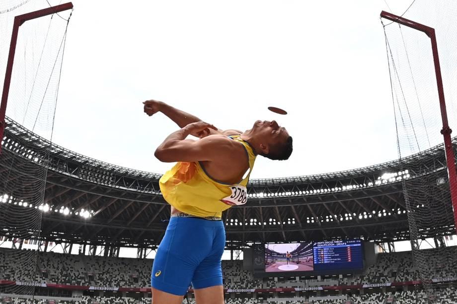 O ucraniano Mykyta Nesterenko durante prova de lançamento de disco no atletismo -