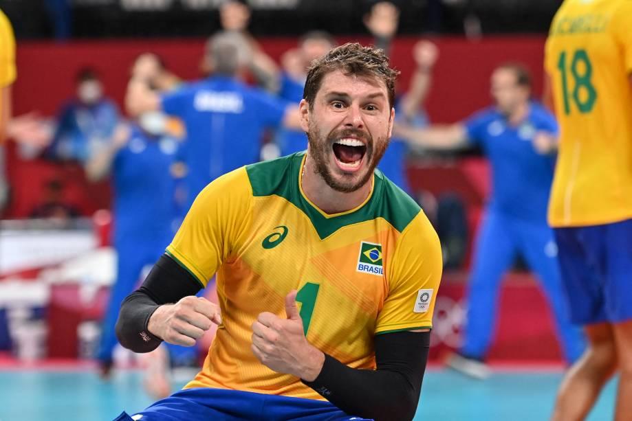 Bruninho comemora a vitória da seleção brasileira contra os EUA -