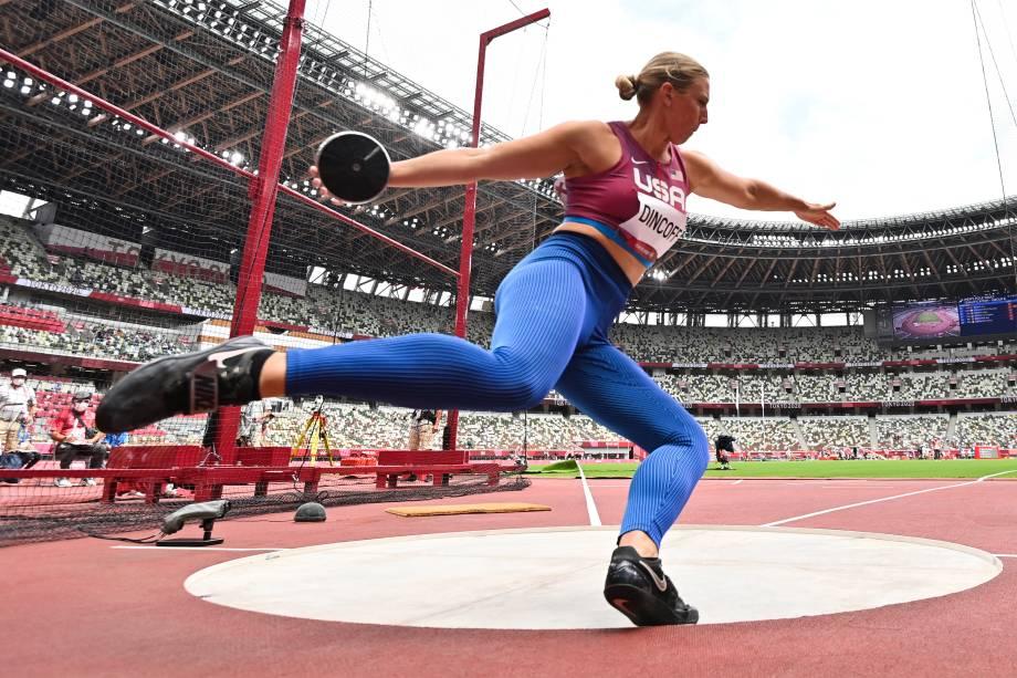 A americana Rachel Dincoff competindo durante prova de lançamento de disco -
