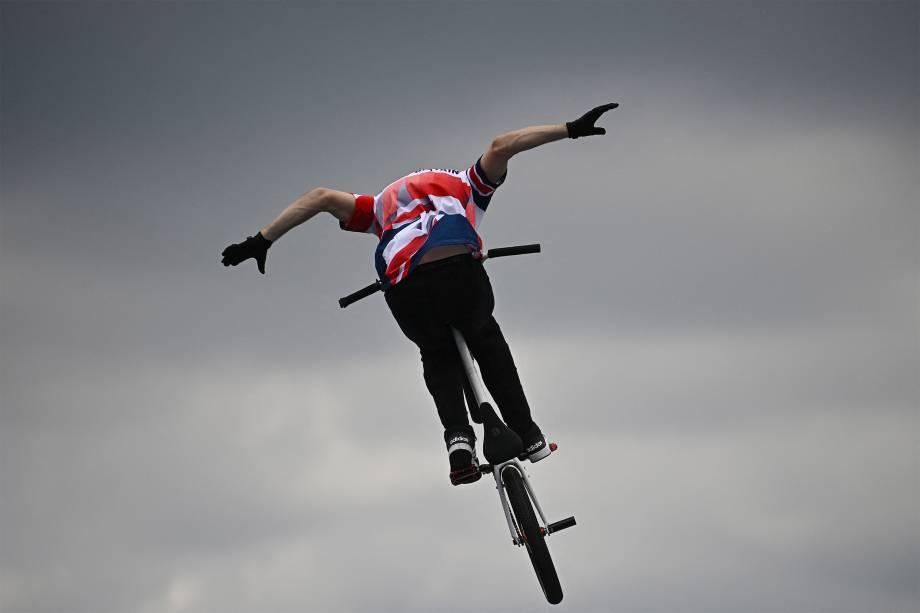 Declan Brooks competindo durante prova de ciclismo BMX -