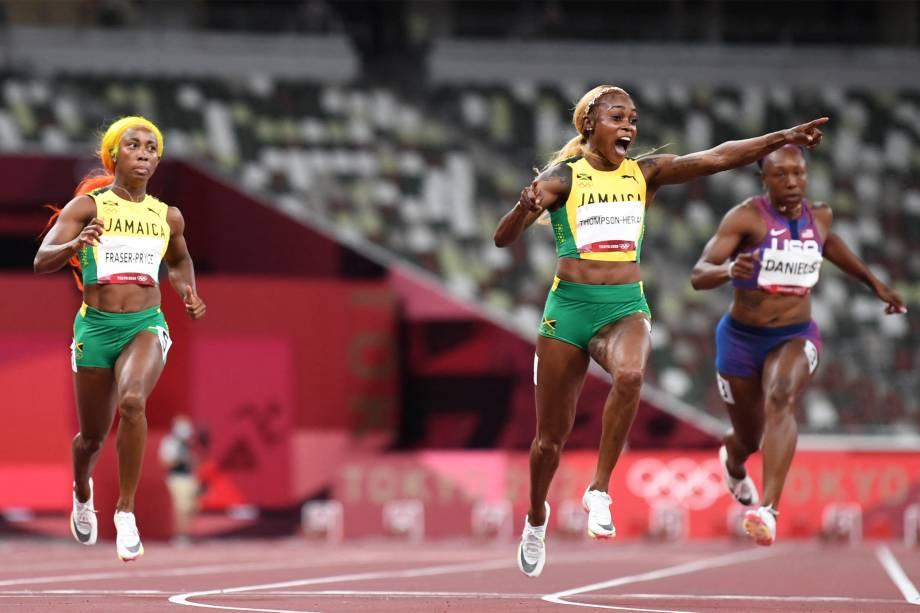 A jamaicana Elaine Thompson-Herah comemorando ao vencer a prova dos 100m rasos -