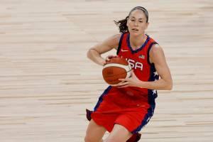 LAS VEGAS, NEVADA - JULY 16: Sue Bird #6 of the United States passes against the Australia Opals during an exhibition game at Michelob ULTRA Arena ahead of the Tokyo Olympic Games on July 16, 2021 in Las Vegas, Nevada. Australia defeated the United States 70-67. Ethan Miller/Getty Images/AFP (Photo by Ethan Miller / GETTY IMAGES NORTH AMERICA / Getty Images via AFP)