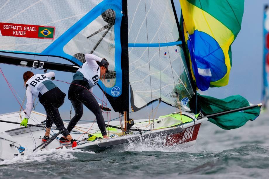 Martine Grael e Kahena Kunze, do Brasil, durante disputa da classe 49erFX -