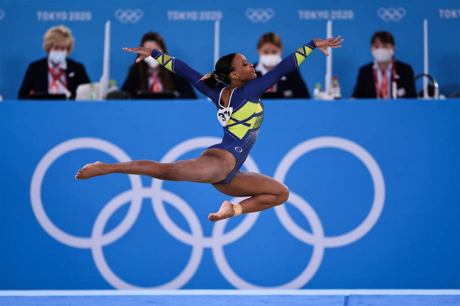 Rebeca Andrade, do Brasil, conquista a medalha de prata na ginástica, no Ariake Gymnastics -