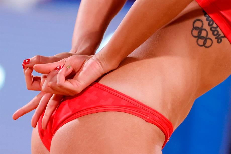 Joana Heidrich, da Suíça, em partida contra a Holanda do vôlei de praia -