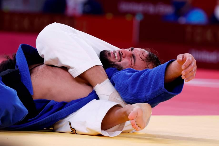 Luka Mkheidze (azul), da França, em ação contra Yung-Wei Yang, de Taipé Chinês -