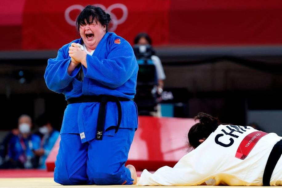 Iryna Kindzerska, do Azerbaijão reage após derrotar Shiyan Xu, da China -