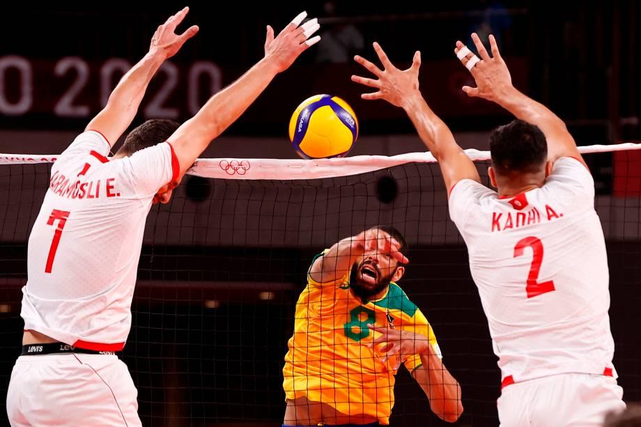 Wallace, do Brasil, durante ataque contra a seleção da Tunísia -