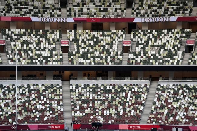 Cores da arquibancada do estádio olímpico de Tóquio dão um ar de preenchimento -
