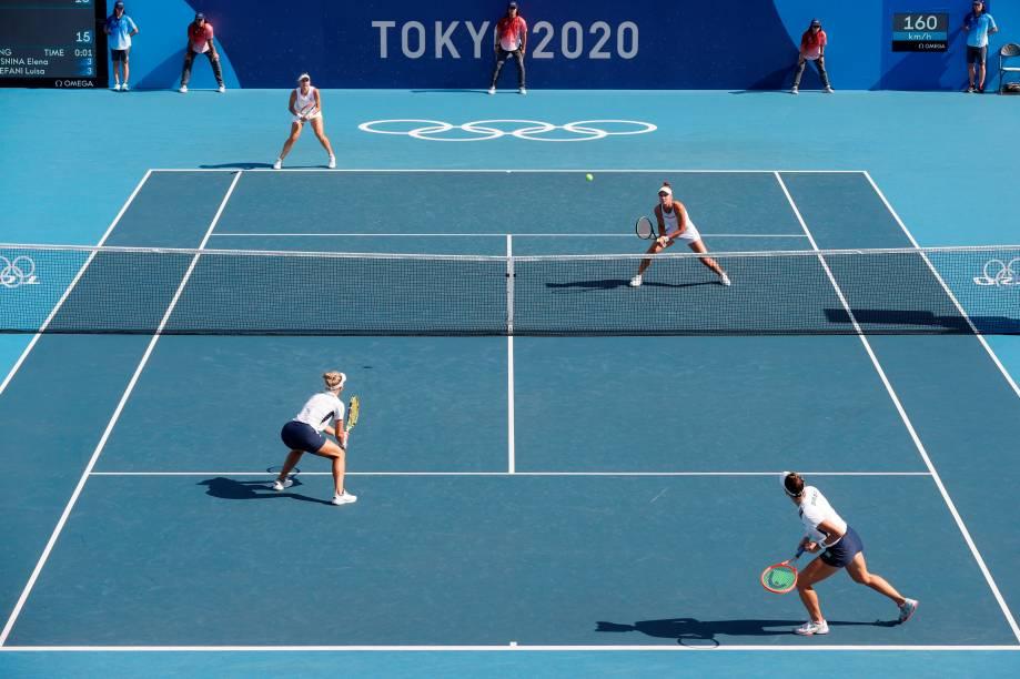 As tenistas brasileiras Laura Pigossi e Luisa Stefani durante partida contra as russas Veronika Kudermetova e Elena Vesnina -