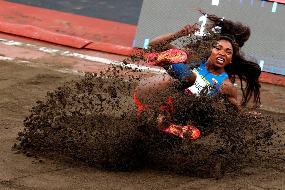 Caterine Ibarguen, da Colômbia, durante prova do salto triplo -