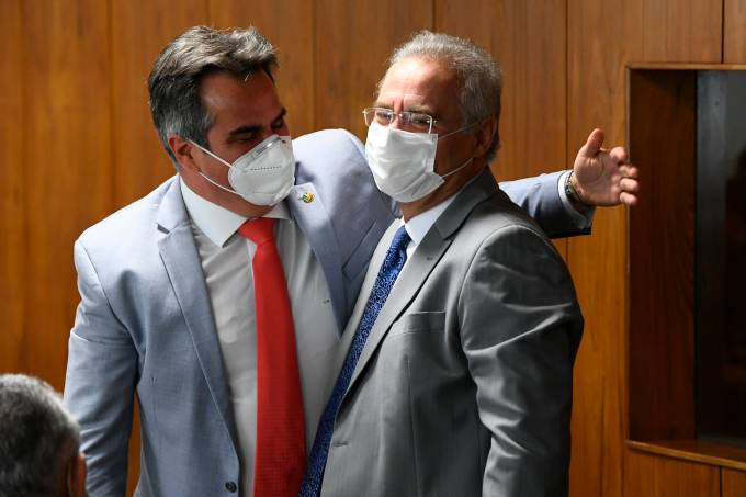 AMIGOS: os senadores Ciro Nogueira e Renan Calheiros, no primeiro dia da CPI da Pandemia, em 27 de abril