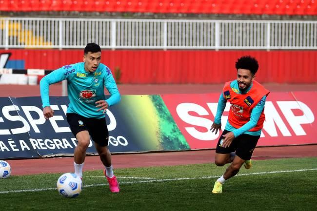 Martinelli e Claudinho durante da Seleção Olímpica, na Sérvia -