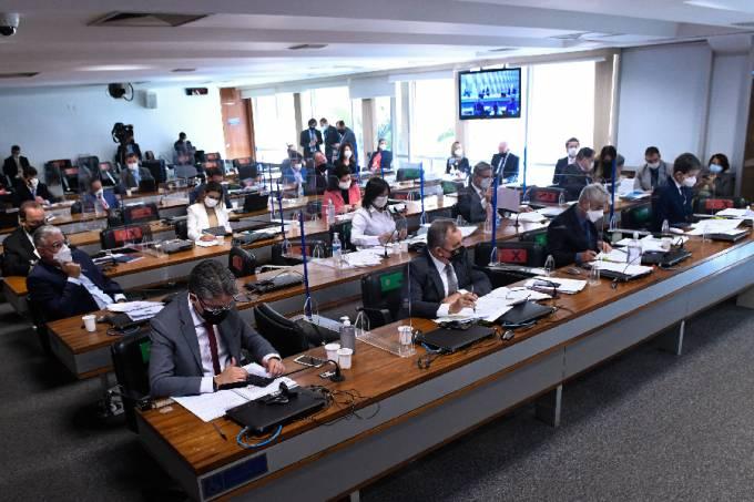 Senadores durante sessão da CPI da Pandemia – 14/07/2021 –