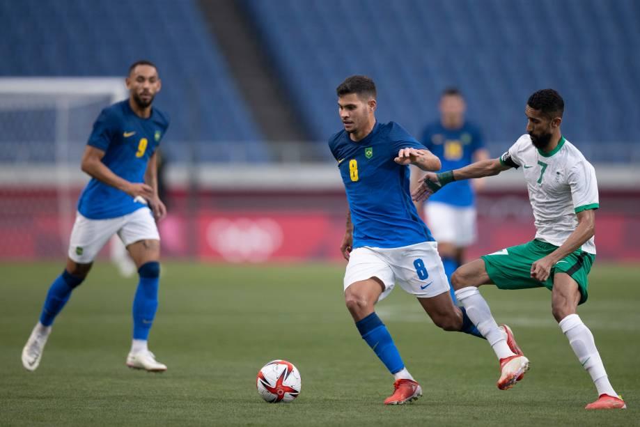 Bruno Guimarães em ação durante a partida -