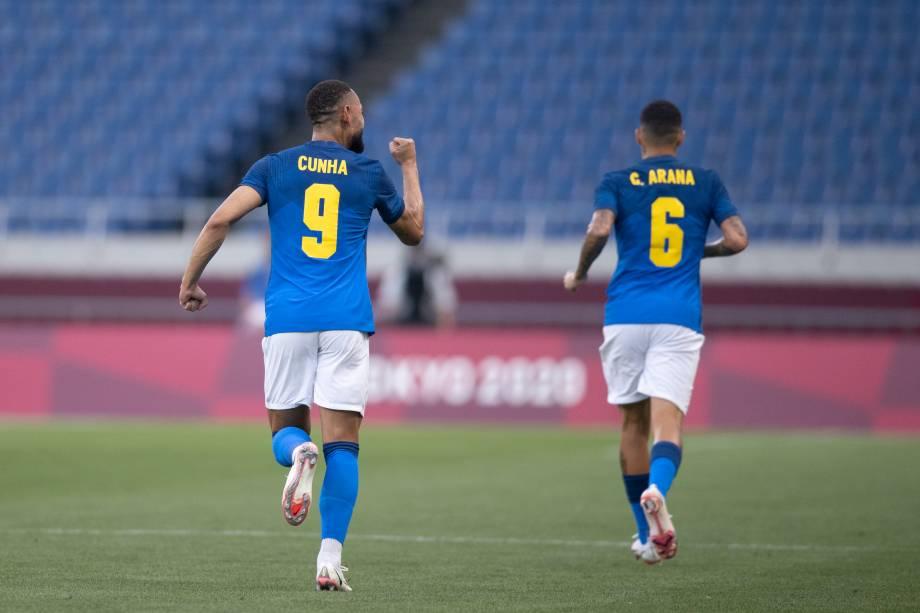 Matheus Cunha comemorando gol na partida -