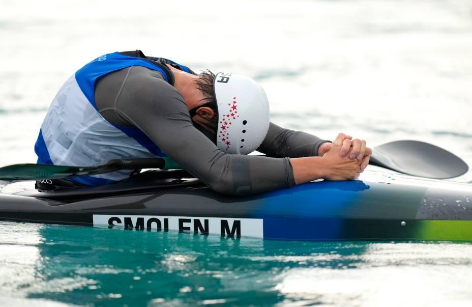 Michal Smolen, dos Estados Unidos, após final de prova na canoagem -