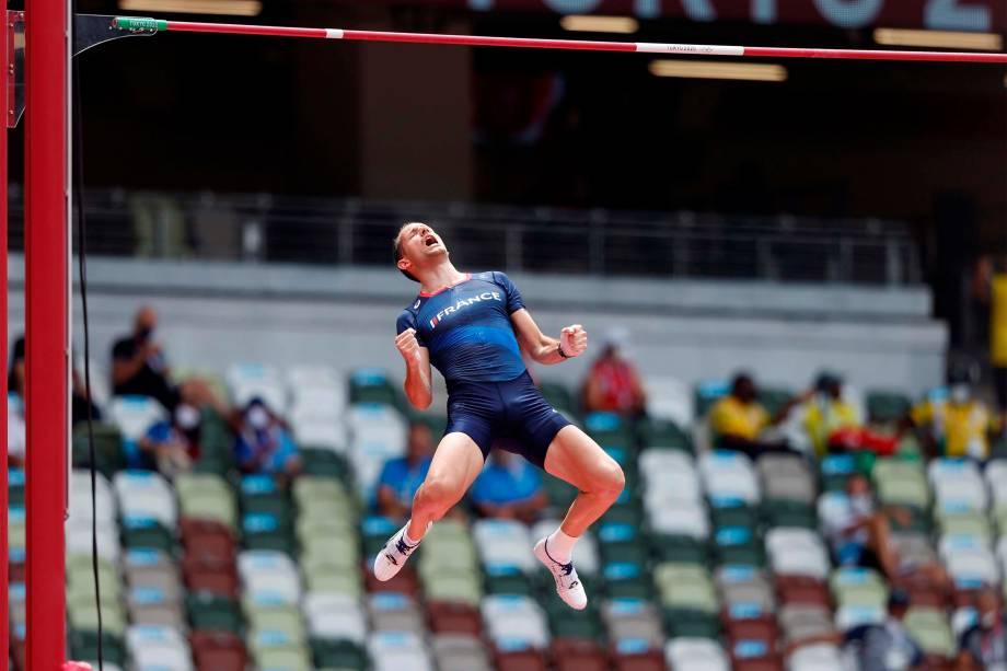 Renaud Lavillenie, da França, durante performance no salto com vara -