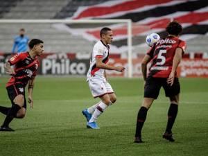 Athletico e Atlético Goianiense pelo Campeonato Brasileiro