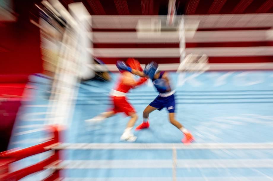 Graziele Souza, do Brasil, luta com a japonesa Tsukimi Nakimi nas preliminares do boxe na categoria 48-51kg -