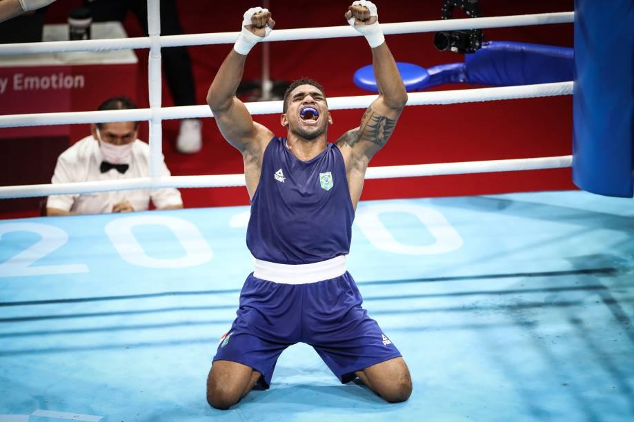 Abner Teixeira comemora após se classificar para semifinal do boxe -