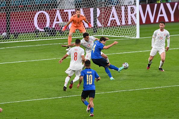 Chiesa finaliza para marcar contra Espanha