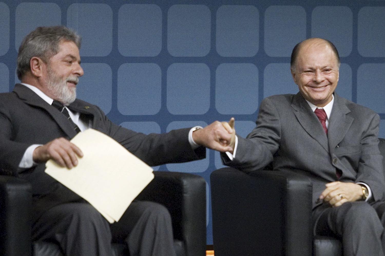 Lula com o líder da Universal: voto evangélico tornou-se fundamental para todas as vertentes políticas