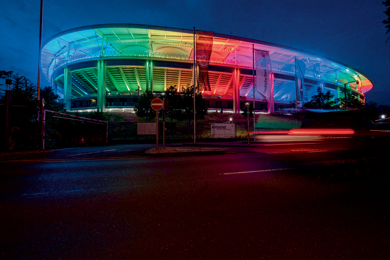 ARCO-ÍRIS -Estádio em Frankfurt, Alemanha: solidariedade à comunidade LGBTQIA+ -