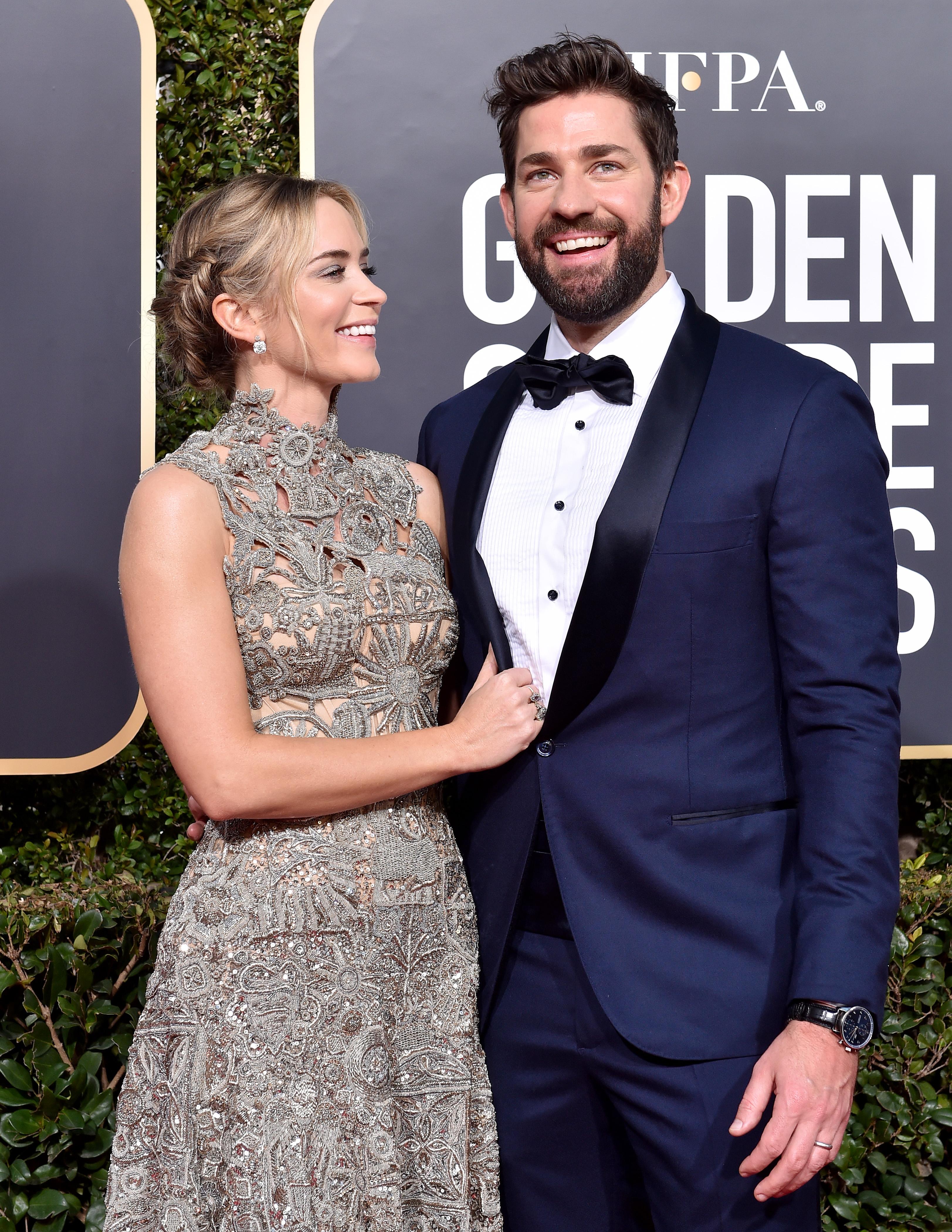 Emily Blunt e John Krasinski durante o Globo de Ouro, em 2019.