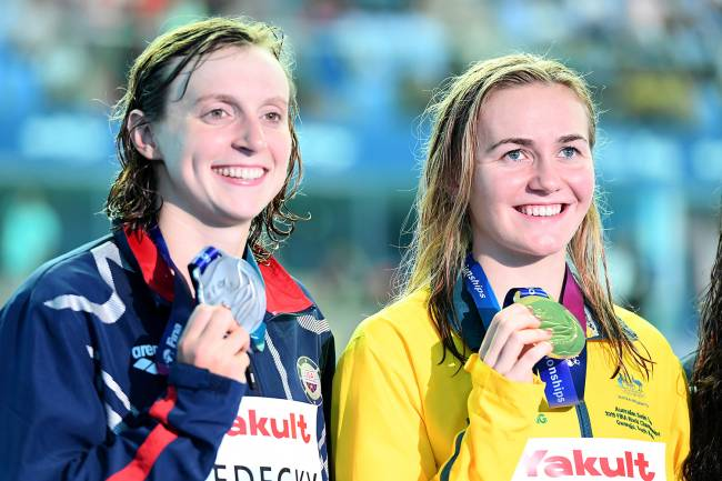GWANGJU, SOUTH KOREA - JULY 21: (L-R) Silver medalist Katie Ledecky of the United States and gold medalist Ariarne Titmus of Australia pose during the medal ceremony for the Women's 400m Freestyle Final on day one of the Gwangju 2019 FINA World Championships at Nambu International Aquatics Centre on July 21, 2019 in Gwangju, South Korea. (Photo by Thiago Bernardes/Getty Images)