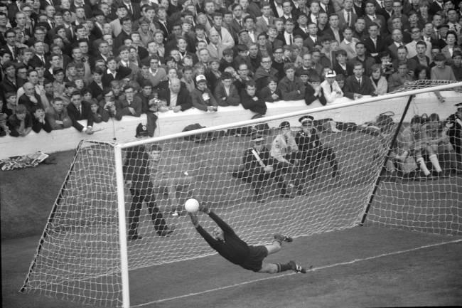 WM-Halbfinal 1966 in England: Deutschland - UdSSR; Torhüter Lev Yashin (Photo by Sigi Maurer/RDB/ullstein bild via Getty Images)