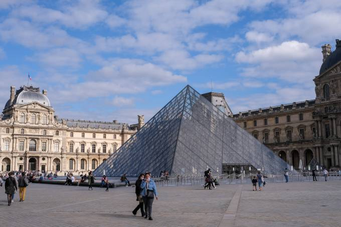 Tourists Return To The French Capital