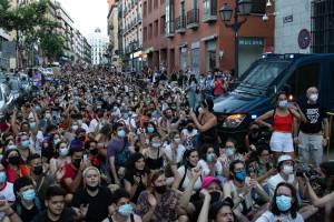 Manifestantes contra a homofobia em Madrid. 05/07/2021