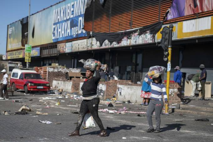 Death toll amid violent pro-Zuma protests in S.Africa rises to 45
