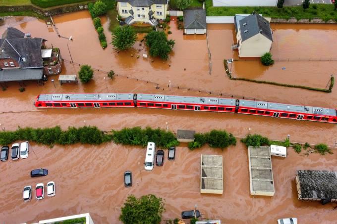 Tempestade inunda cidades da Alemanha
