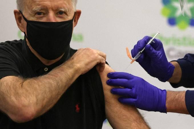 Presidente dos Estados Unidos, Joe Biden, recebe a segunda dose da vacina contra a Covid-19 – 11/01/2021 –