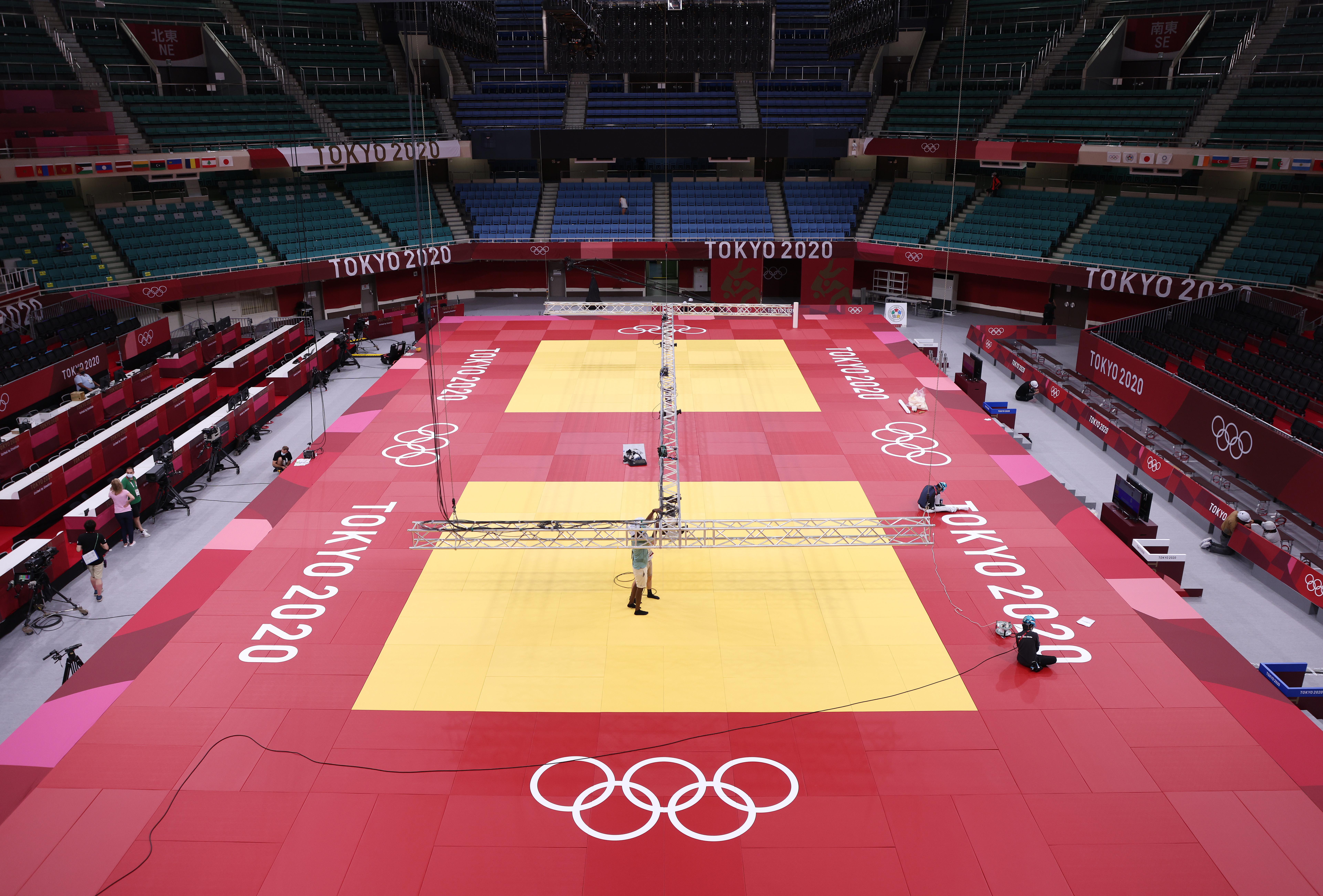Os tatames que abrigarão as lutas de judô nas Olimpíadas de Tóquio já estão montados no Budokan