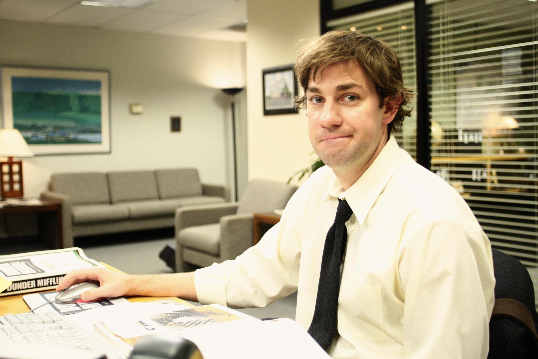 John Krasinski como Jim Halpert em The Office.
