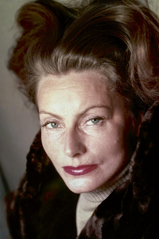 OLHAR LÂNGUIDO -A sueca Greta Garbo, a musa dos anos 1930: fios levemente arqueados -